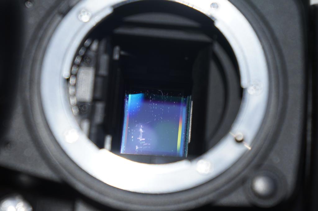 этот чистка матрицы на зеркальном фотоаппарате неровная, обсыпана дробленым